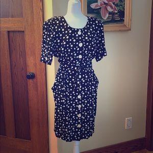 Gorgeous vintage polkadot button-down dress. 14